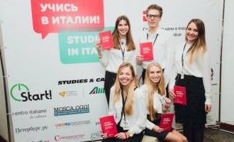 Студенты ФМП - переводчики на выставке образования
